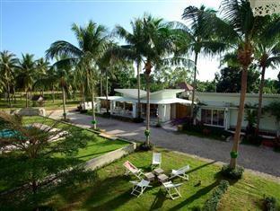 ทิวมะพร้าว อ่าวปราณ รีสอร์ท (Tiewmaprao Ao Pran Resort)