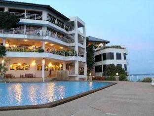 หินสวยน้ำใส รีสอร์ท (Hinsuay Namsai Resort)