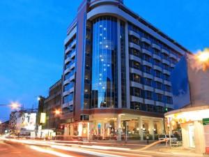 โรงเเรมโกลเด้นคราวน์ พลาซ่า (Golden Crown Plaza Hotel)
